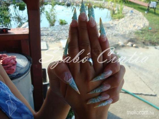 Szabó Cintia - Stiletto mega white-al díszítve - 2011-01-16 20:13
