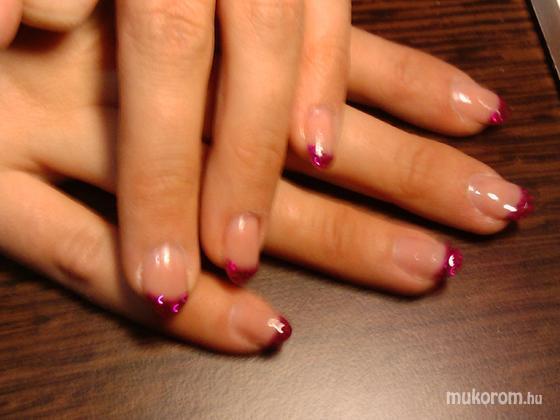 Darvas Juli (Villa Dejavu beauty and nails, II-III-XII. ker.) - rózsaszín francia csillám - 2011-02-20 17:07