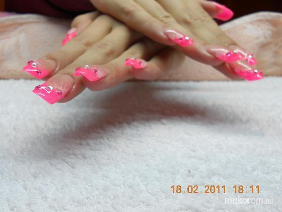 Timli Gyöngyi - Pipe neon rózsaszín 2 - 2011-02-20 20:23