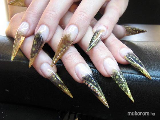 Balogh Veronika - Stilettó madártollal - 2011-02-26 23:21
