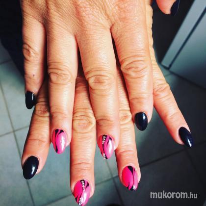 Baumgartner Judit - Fekete és rózsaszín  - 2018-05-16 14:08