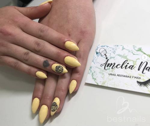 AmeliaNails - Amarillo pastel detalle rosa negro - 2019-06-06 12:29