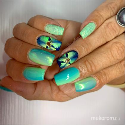 Kiss Adrienn - Flower nails Ombre nails - 2019-08-14 21:19