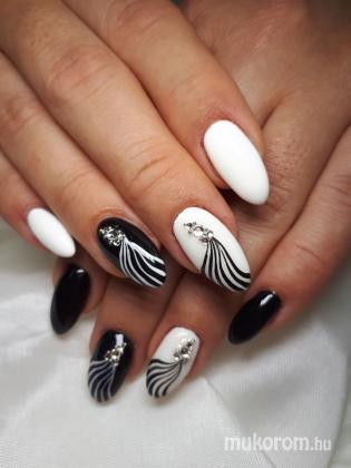 Schleer Mónika - fekete fehér - 2020-08-28 10:39