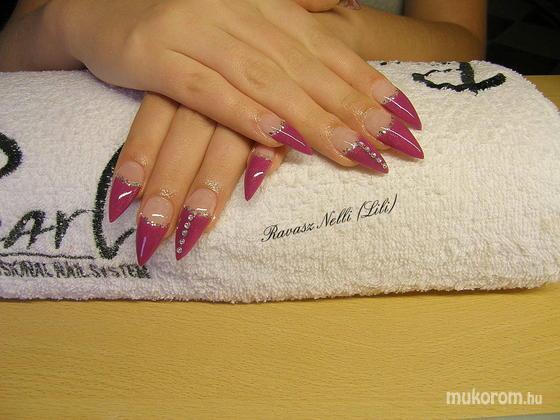Lili Nails Nottingham - zselével díszített - 2011-03-25 17:13