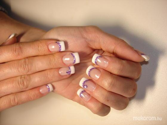 Maksáné Orgovány Melinda - fehér és lila és kis virág - 2011-04-03 20:50
