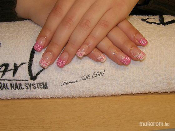 Lili Nails Nottingham - akrillal díszített - 2011-04-05 16:58