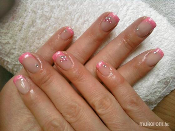 Fehér Brigitta - kriszti rózsaszín - 2011-04-05 21:23