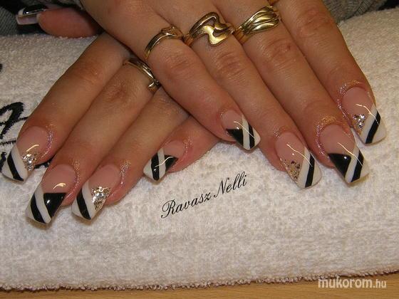Lili Nails Nottingham - zselével díszített - 2011-04-11 20:16