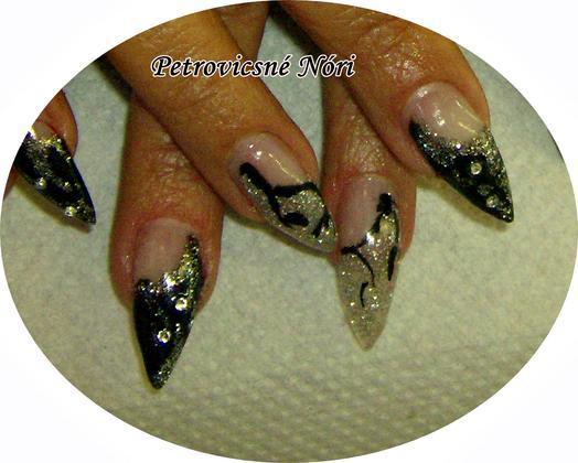 Petrovicsné  Nóri - Jucinak töltés fekete ezüst - 2011-04-21 20:23