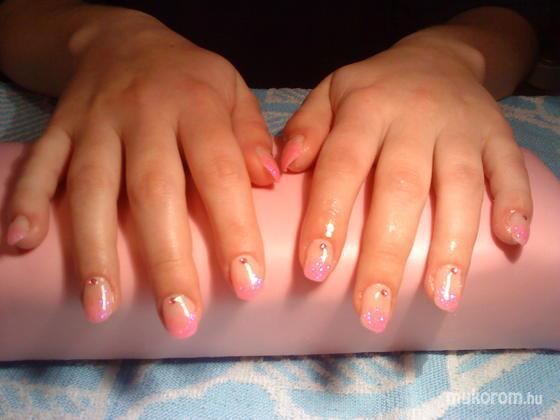 Viszokai Bettina - pink csillámos - 2011-04-23 11:51