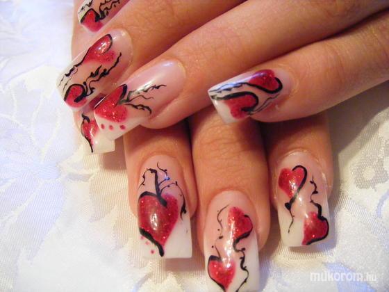 Andai Izabella - Szandra Valentin napi körme még februárban - 2011-04-30 09:14