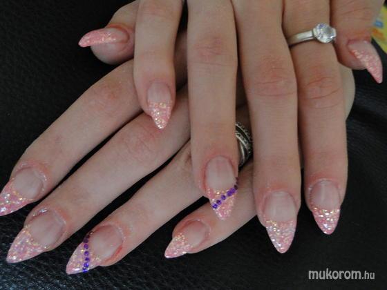 Csik Hajnalka - Rózsaszín csillám strassz kövekkel 2 - 2011-05-30 15:52