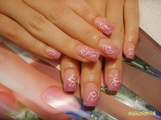 Molnárné Sz, Melinda - rózsaszín virágos - 2011-06-02 09:36