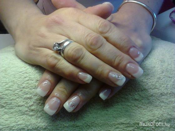 Jablonkay Mária - ezüst virágos - 2011-06-02 15:05
