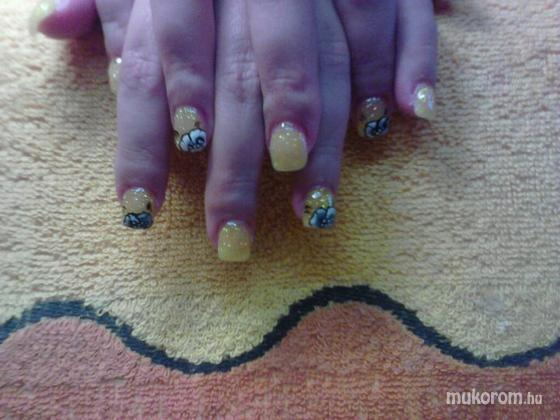 Jablonkay Mária - mini sárga - 2011-06-02 15:10