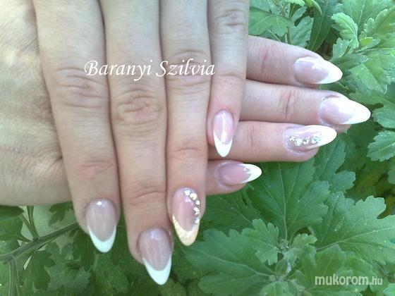 Baranyi Szilvia - Mandula köröm - 2011-06-28 12:49