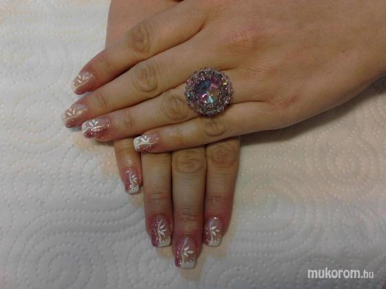 Heni nails - Vikinek - 2011-07-28 08:07