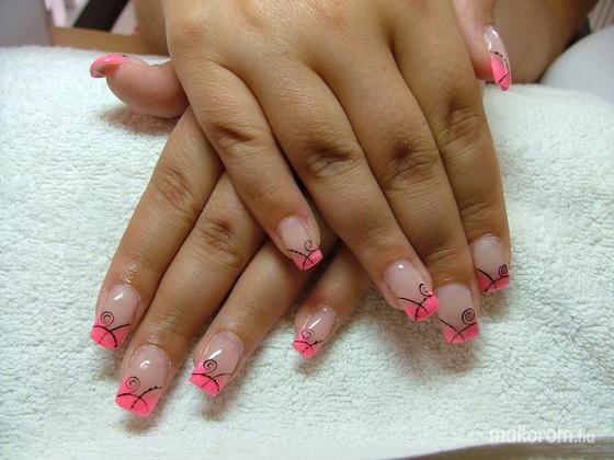 Dömötör Ágnes - neon pink - 2011-07-31 21:25