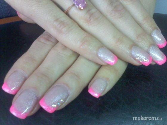 Szabó Niki  - csillámos pink francia - 2011-08-18 18:25