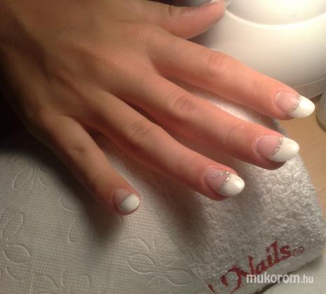 Laczkó Júlia - francia ezüst csillámporral - 2011-08-21 11:30
