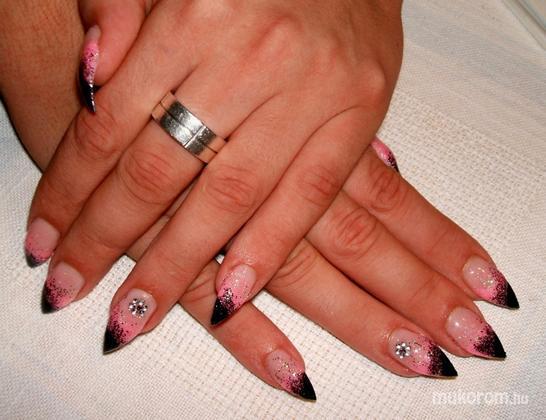 Bacskai Renáta - Feket rózsaszín csillámos - 2011-08-23 21:32