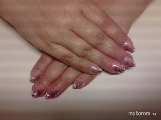 Heni nails - Kati - 2011-08-29 12:07