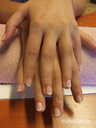 Miksa Brigitta - gellac akril díszítéssel - 2011-09-07 21:17