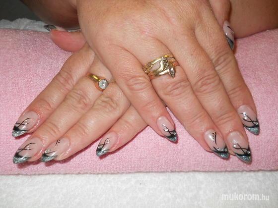 Emi - Fekete ezüst zselés - 2011-09-11 19:44