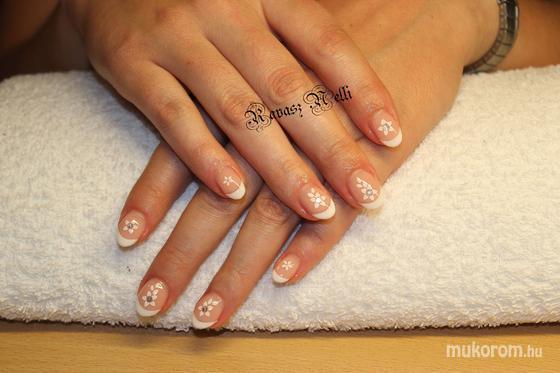 Lili Nails Nottingham - beépített kütyüs - 2011-09-22 22:02
