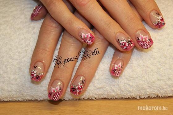 Lili Nails Nottingham - egymozdulat - 2011-09-23 22:21