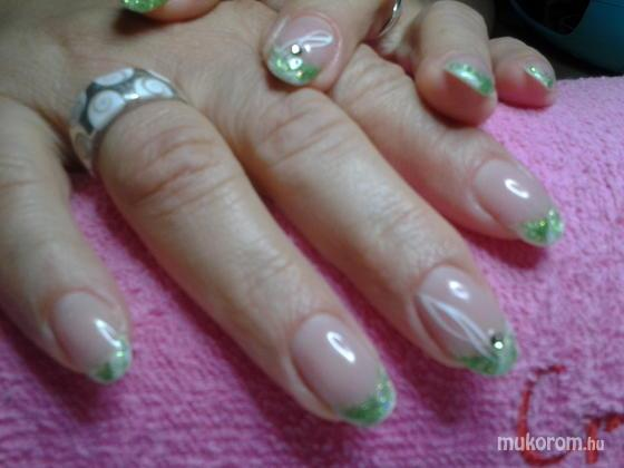 "Nail Beauty körömszalon ""crystal nails referencia szalon"" - valami zöldes - 2011-09-30 20:46"