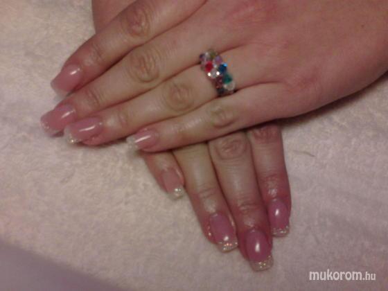 Heni nails - Vikinek - 2011-10-03 14:31