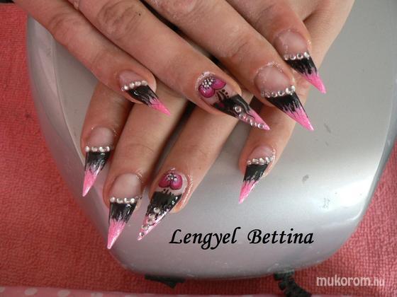 Mikené Bettina - rózsaszín feketével - 2011-10-24 07:36