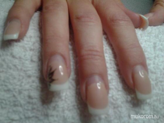 """Nail Beauty körömszalon """"crystal nails referencia szalon"""" - Mástól érkezett - 2011-10-27 20:54"""