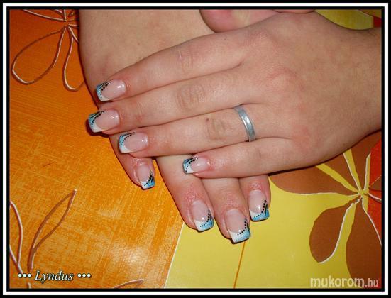 Máté Melinda - kék és fehér - 2011-11-04 01:50