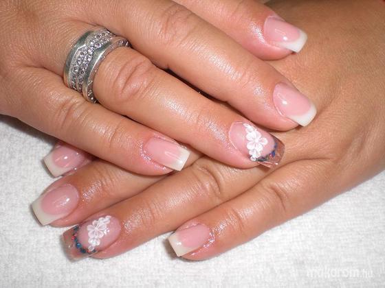 Rózsa Tünde - Porcelán virágdíszítéssel - 2011-11-07 13:13