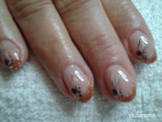 """Nail Beauty körömszalon """"crystal nails referencia szalon"""" - őszi hangulatban - 2011-11-13 16:02"""