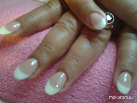 """Nail Beauty körömszalon """"crystal nails referencia szalon"""" - szolid - 2011-11-13 16:04"""