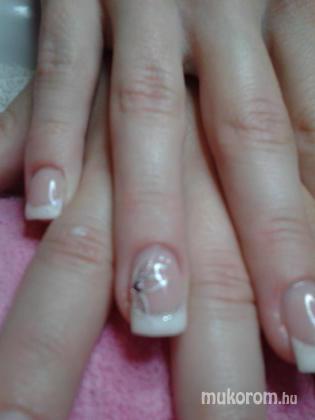 """Nail Beauty körömszalon """"crystal nails referencia szalon"""" - új kedvencem - 2011-11-24 17:50"""