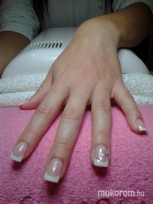 "Nail Beauty körömszalon ""crystal nails referencia szalon"" - Dorinának - 2011-11-24 17:52"