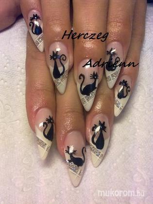 Herczeg Adrienn - 003 - 2011-11-24 20:12