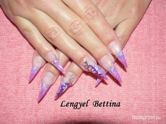 Mikené Bettina - lilás virágos - 2011-12-03 07:47