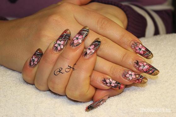 Lili Nails Nottingham - akrillal díszített - 2011-12-05 10:53
