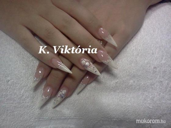 Absztrakt nails Krizsma Viktória - stiletto - 2011-12-13 12:37