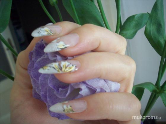 Elek Margó - virággal - 2011-12-28 12:30
