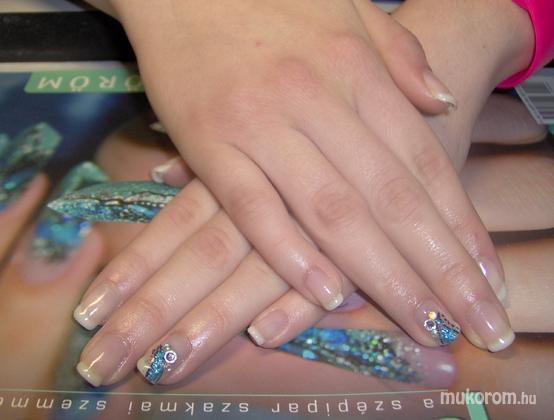 Vadi Barbara Perla Szépségszalon - Gel Lac francia Milky Diamond véggel - 2011-12-30 19:20