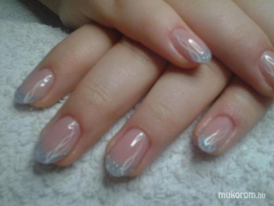 """Nail Beauty körömszalon """"crystal nails referencia szalon"""" - Másik kékes - 2012-01-01 13:55"""