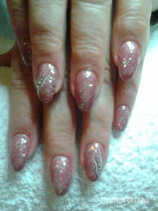 """Nail Beauty körömszalon """"crystal nails referencia szalon"""" - nagyon csillogós - 2012-01-01 13:57"""