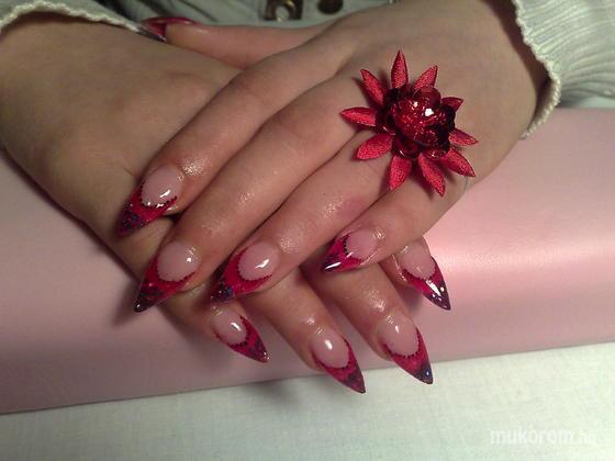 Klinkó Anett - piros fekete csillámmal - 2012-01-03 16:31